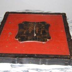 Antigüedades: CAJA DE MADERA LACADA PARA MANTÓN DE MANILA - CHINA - SIGLO XIX. Lote 184907987