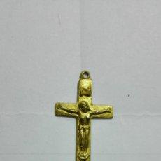 Antigüedades: CRUCIFIJO, METAL DORADO, MEDIDAS 4 X 1,6 CM. Lote 184929143