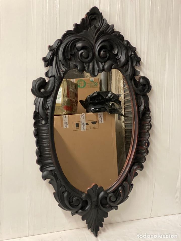 Antigüedades: Antiguo espejo isabelino de madera de caoba lacado en negro. Siglo XIX. 105x57 - Foto 3 - 183622528