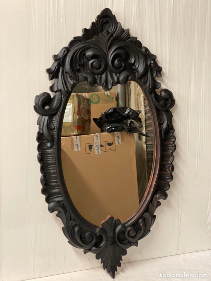 Antigüedades: Antiguo espejo isabelino de madera de caoba lacado en negro. Siglo XIX. 105x57 - Foto 2 - 183622528
