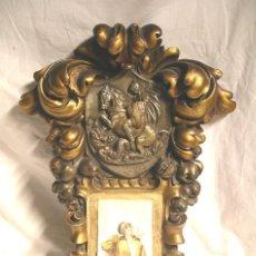 Antigüedades: SANT JORDI PORTA CALENDARIO PARED MODERNISTA AÑOS 20, ESTUCO POLICROMADO REPUJADO. MED. 38 X 56 CM. Lote 184953066