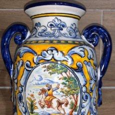 Antigüedades: ÁNFORA JARRÓN DE CERÁMICA TALAVERA PINTADA A MANO. Lote 185023573