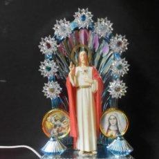 Antigüedades: SAGRADO CORAZON DE JESUS EN ALTAR DE LUCES. ANTIGUO ALTAR CON ENCHUFE. Lote 185092551