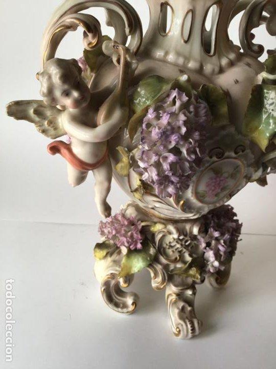 Antigüedades: ANTIGUO JARRON DE PORCELANA , CON 2 ANGELES Y FLORES DE JAZMIN , SIGLO XIX - Foto 4 - 185100991