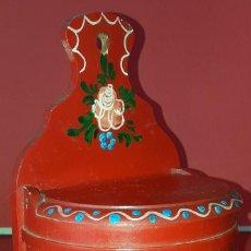 Antigüedades: ANTIGUO SALERO EN MADERA PINTADO A MANO. Lote 185393980