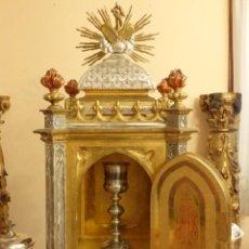Antigüedades: SAGRARIO DE ESTILO NEOGÓTICO EN MADERA TALLADA, DORADA Y PLATEADA. MIDE 88 CM. SIGLO XIX.. Lote 185465453