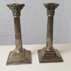 Antigüedades: EXCLUSIVOS CANDELABROS DE PLATA MENESSE, EN FORMA DE COLUMNA GRIEGA. Lote 185667290