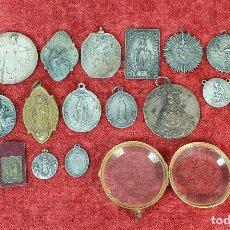 Antigüedades: COLECCIÓN DE 20 MEDALLAS RELIGIOSAS Y UN VIRIL. METAL PLATEADO. SIGLO XIX-XX. . Lote 185674573