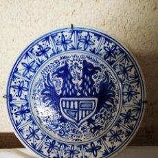 Antigüedades: PLATO CERAMICA AGUILA BICÉFALA Y ESCUDO. Lote 185675207