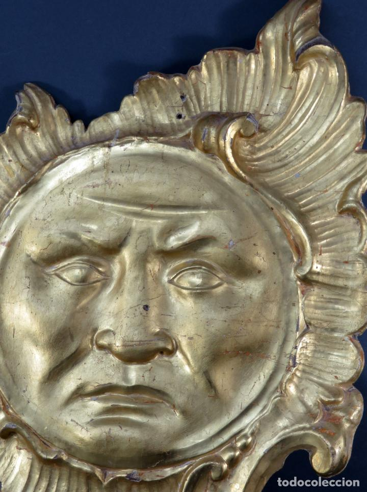 Antigüedades: Aplique pieza de retablo barroco forma de sol en madera tallada y dorada siglo XVIII - Foto 2 - 185690376