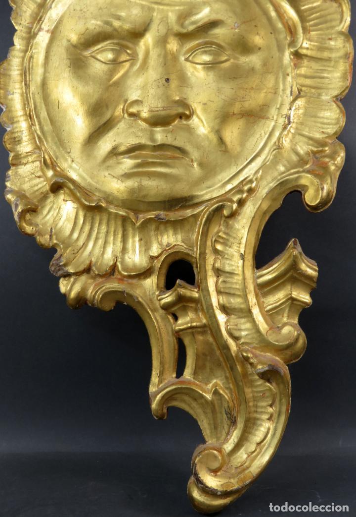Antigüedades: Aplique pieza de retablo barroco forma de sol en madera tallada y dorada siglo XVIII - Foto 5 - 185690376