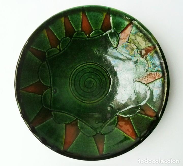 RARO PLATO DECORATIVO DE CERÁMICA VERDE ALFARERÍA POPULAR DE ÚBEDA (JAÉN) FIRMADO TALLER GÓNGORA (Antigüedades - Porcelanas y Cerámicas - Úbeda)