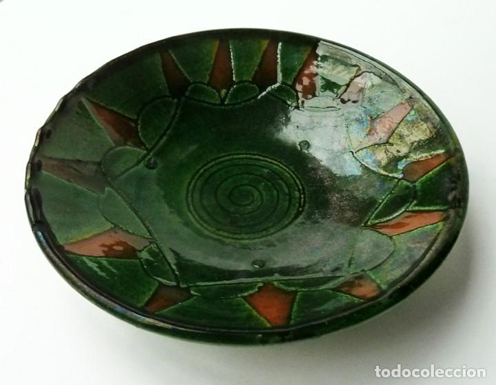 Antigüedades: RARO PLATO DECORATIVO DE CERÁMICA VERDE ALFARERÍA POPULAR DE ÚBEDA (JAÉN) FIRMADO TALLER GÓNGORA - Foto 2 - 54058465