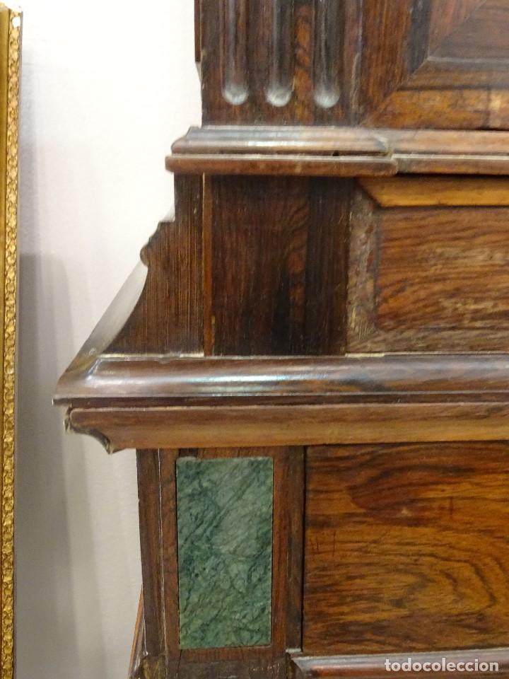 Antigüedades: Mueble inglés estilo Jorge III, S.XIX en madera de palosanto y roble en el interior - Foto 17 - 185701417