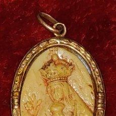 Antigüedades: COLGANTE. VIRGEN CON NIÑO. ORO 14/18K. HUESO (?). NÁCAR. ESPAÑA. SIGLÑO XIX-XX. Lote 185715156