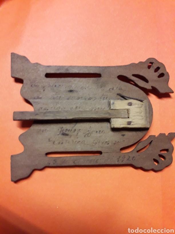 Antigüedades: Bonito y Pequeño porta paz antiguo de plata y madera hacia 1920 - Foto 2 - 185718180