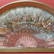 Antigüedades: ANTIGUO ABANICO DE MADREPERLA Y PAPEL LITOGRAFIADO EN ABANIQUERA.. Lote 185778430