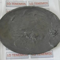 Antigüedades: ANTIGUO PLATO DE PELTRE,PLOMO Y ESTAÑO CON MOTIVO DE LANGOSTA.. Lote 185874478