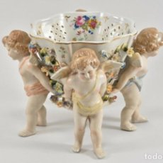 Antigüedades: IMPRESIONANTE CENTRO OBRA ARTE ANGELITOS MEISSEN MODERNISTA ZIERSCHALE ALEMANIA ANGELES FIRMA 1260EU. Lote 185887543