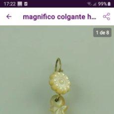 Antigüedades: MAGNÍFICO COLGANTE DE NACAR EN FORMA DE ROSA. Lote 185899026