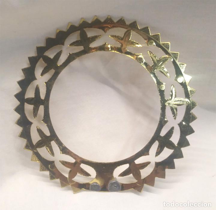 Antigüedades: Corona para Virgen o Santo de bronce. Med. 10 cm diametro - Foto 2 - 218335093