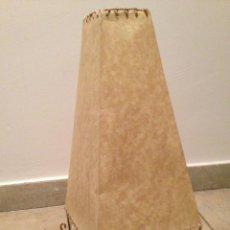 Antigüedades: LAMPARA,PANTALLA,PAPEL CARTON,CON DIBUJOS.. Lote 185922093