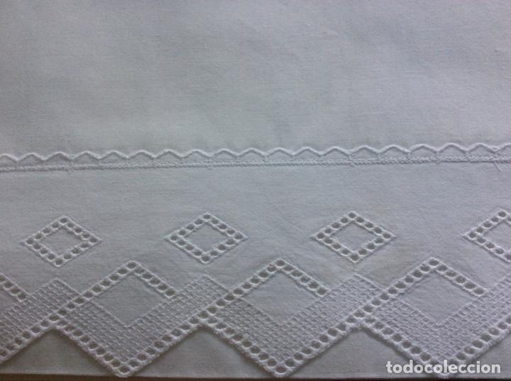 Antigüedades: 2 juegos de sábanas con tira bordada años 70. Impecables - Foto 4 - 185930241