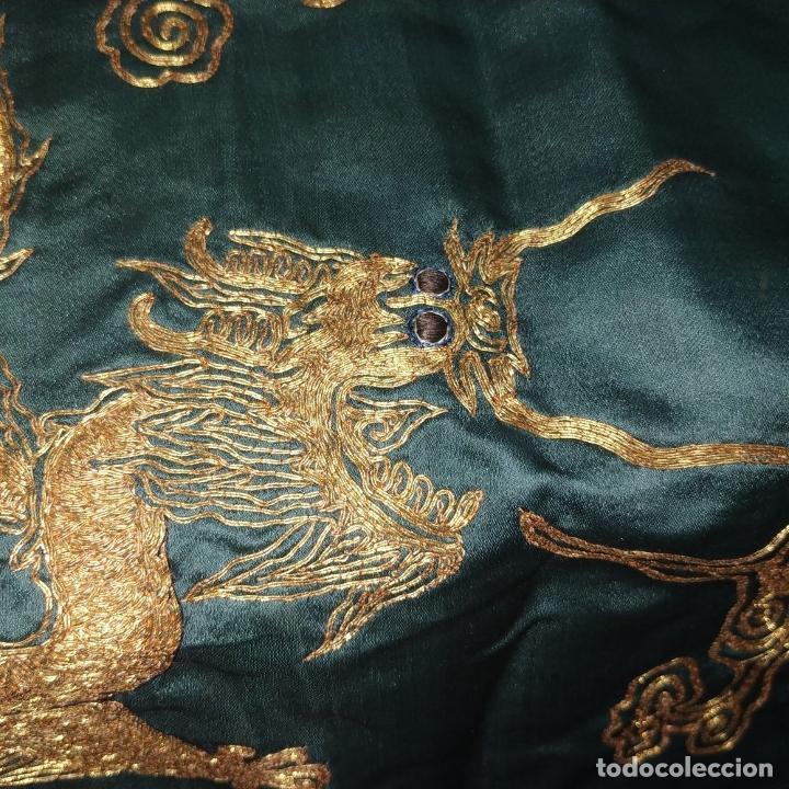 Antigüedades: GRAN CHAL O CUBRE CAMA. SEDA. BORDADO CON HILO METÁLICO DORADO. CHINA. XIX-XX - Foto 14 - 185960033