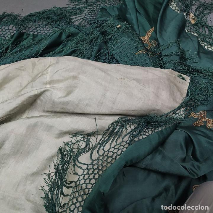 Antigüedades: GRAN CHAL O CUBRE CAMA. SEDA. BORDADO CON HILO METÁLICO DORADO. CHINA. XIX-XX - Foto 30 - 185960033