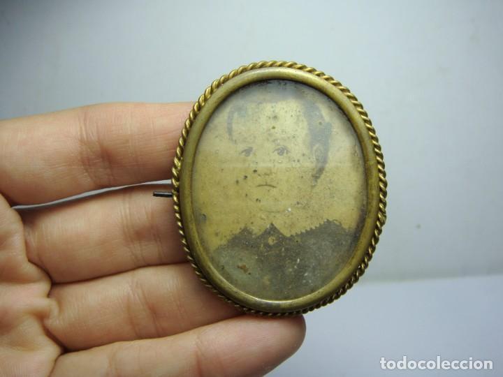 Antigüedades: Antiguo Portafotos, Camafeo o Broche. Con Alfiler. Fotografía de Época. - Foto 2 - 185967963