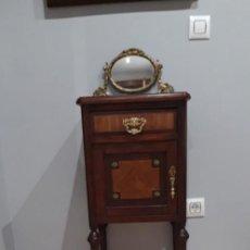 Antigüedades: PRECIOSA MESITA DE NOCHE TOTALMENTE RESTAURADA.. Lote 185980840