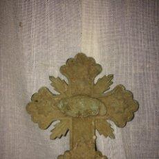 Antigüedades: MUY ANTIGUO MARCO CON CRUZ,DE IGLESIA SIGLO 18!. Lote 186007940
