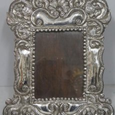 Antigüedades: GRAN MARCO DE PLATA REPUJADO. PERU. SIGLO XX. Lote 186017876