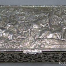 Antigüedades: PRECIOSA CAJA DE PLATA ESPAÑOLA CON ESCENA DE CAZA DE CIERVO. Lote 186021058