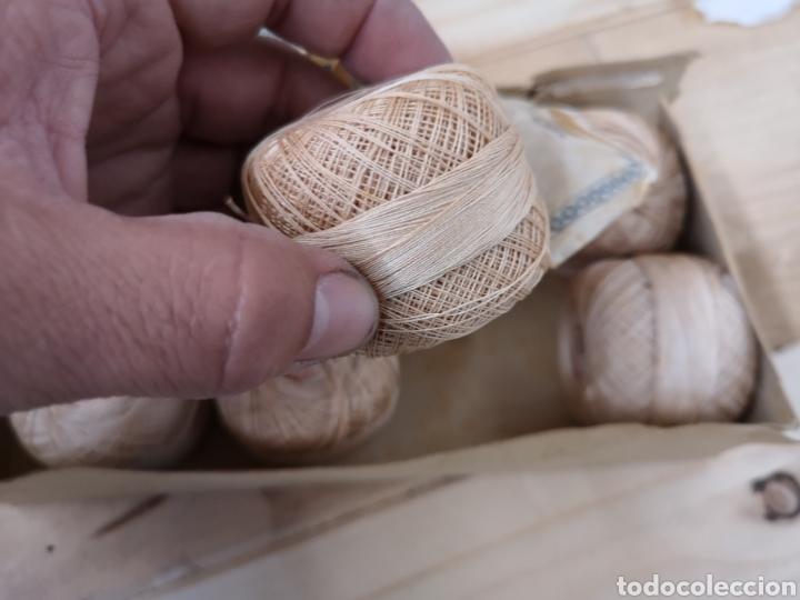 Antigüedades: Antigua caja de hilos para crochet. Sin tapa - Foto 4 - 186043798