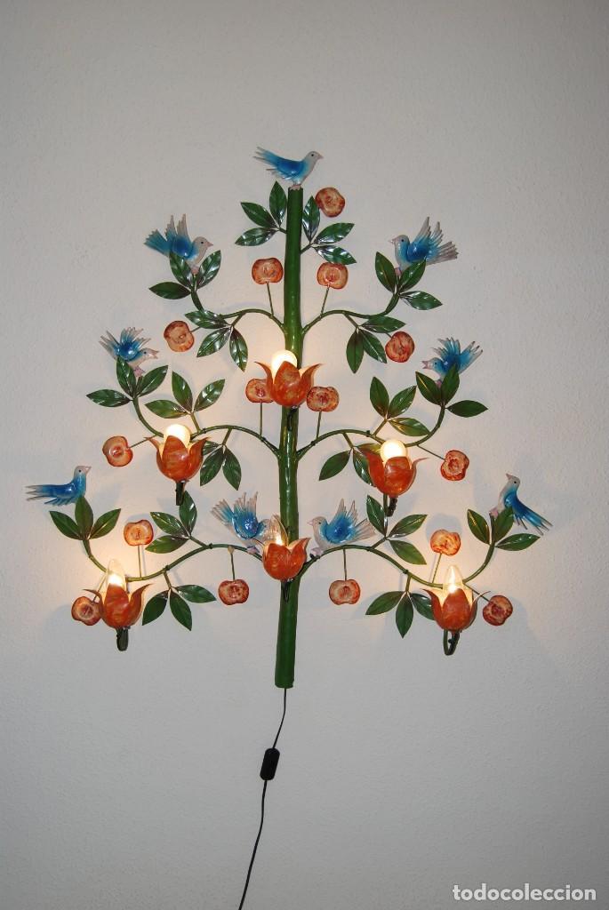 LÁMPARA ITALIANA DE PARED - APLIQUE DE METAL - ÁRBOL CON FRUTOS Y PÁJAROS - AÑOS 50-60 - GRAN TAMAÑO (Antigüedades - Iluminación - Lámparas Antiguas)