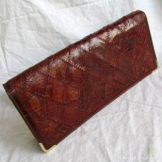 Antigüedades: BOLSO PEQUEÑO DE PIEL DE COCODRILO. Lote 186059390