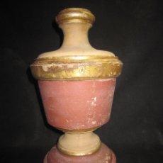 Antigüedades: ANTIGUA COPA DE MADERA POLICROMADA. Lote 186075542