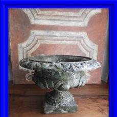 Antigüedades: FANTASTICA COPA DE HIERRO CON PINTURA MARMOLIZADA EN TONOS VERDES. Lote 186082065