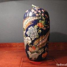Antigüedades: JARRÓN AZUL DE PORCELANA CHINA. Lote 186101233