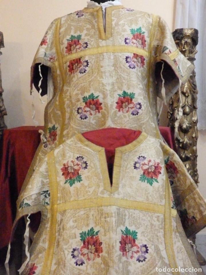 Antigüedades: Pareja de dalmáticas confeccionadas en seda brocada con oro y otras sedas. S. XIX. - Foto 25 - 183208772