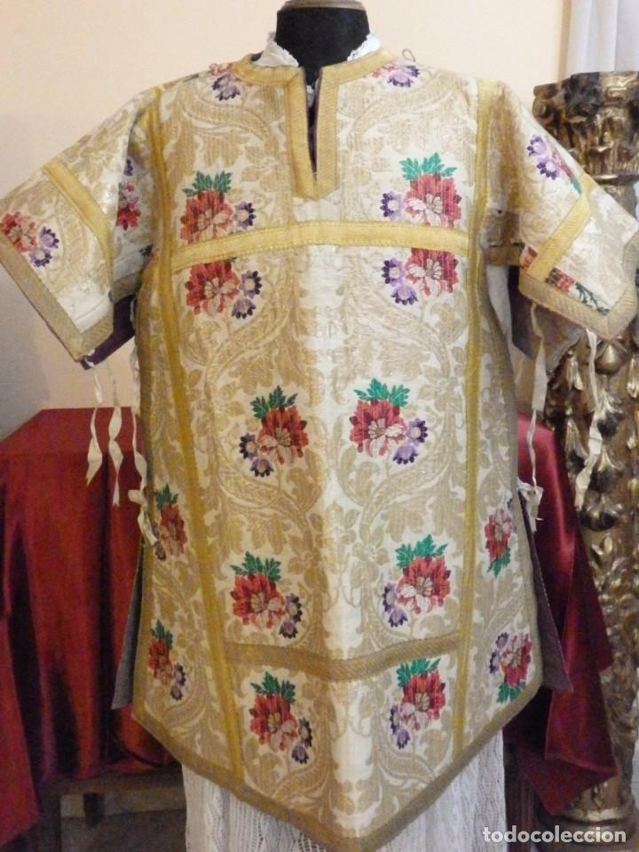 Antigüedades: Pareja de dalmáticas confeccionadas en seda brocada con oro y otras sedas. S. XIX. - Foto 26 - 183208772