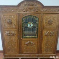Antigüedades: MUEBLE CASTELLANO CON VIDRIERAS. Lote 186124945