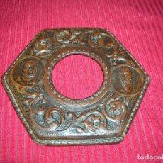 Antigüedades: MUY ANTIGUO TRABAJO DE REPUJADO EN CUERO.DON QUIJOTE Y SANCHO PANZA. . Lote 186148747