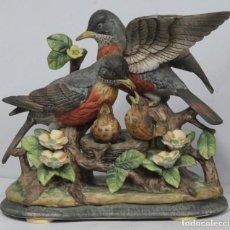 Antigüedades: FAMILIA DE ROBINS DE PORCELANA. JAPON. SIGLO XX. Lote 186162212