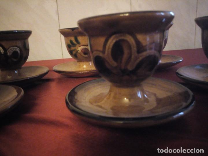 Antigüedades: Juego de 6 hueveras con plato pegado de cerámica decoradas a mano estilo ingles. - Foto 4 - 186166327