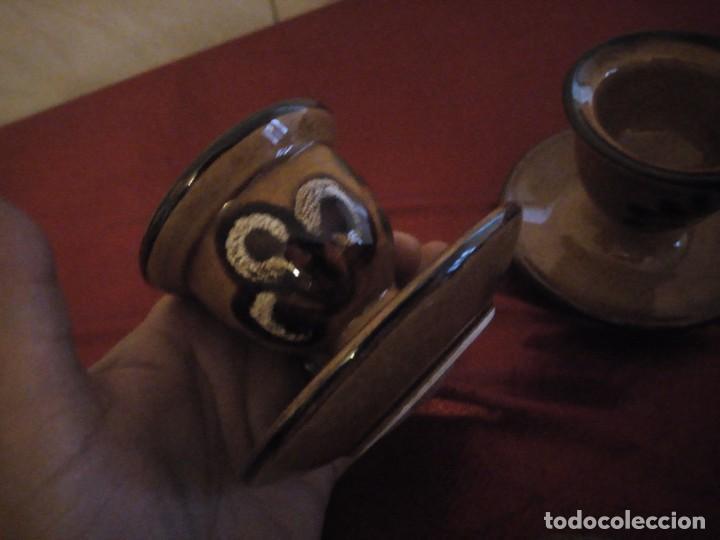 Antigüedades: Juego de 6 hueveras con plato pegado de cerámica decoradas a mano estilo ingles. - Foto 5 - 186166327