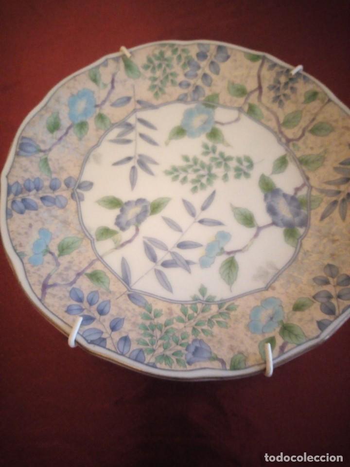 Antigüedades: Plato de porcelana decorativo con ganchos para colgar. japón. - Foto 2 - 186167350