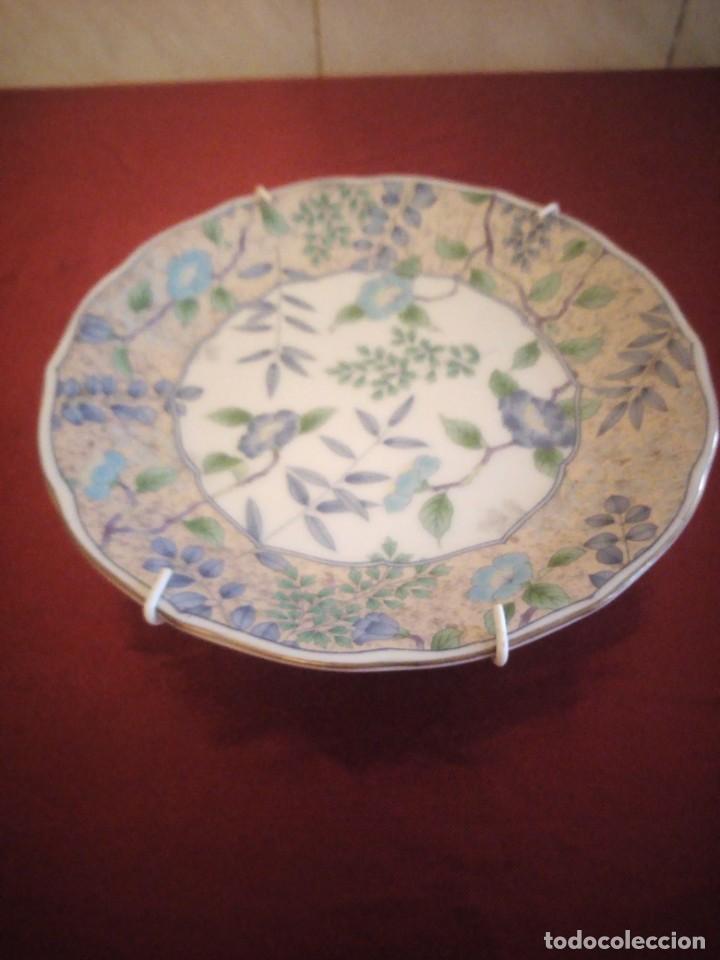 Antigüedades: Plato de porcelana decorativo con ganchos para colgar. japón. - Foto 4 - 186167350