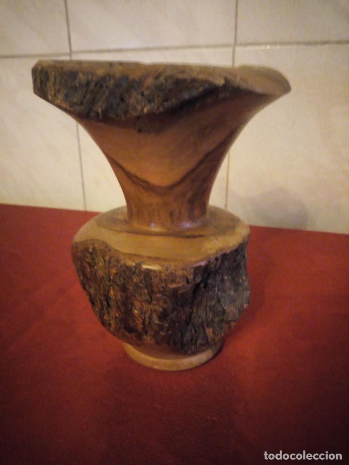 Antigüedades: Precioso jarrón tallado en madera teca de raíz - Foto 2 - 186171278